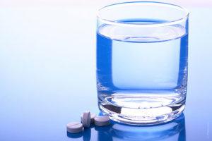 препараты нужно запивать большим количеством жидкости