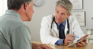 Перед прививкой пациент подписывает разрешение на данную процедуру