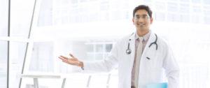 при первых симптомах нужно обратиться к специалисту