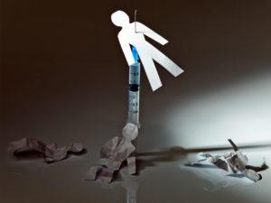 к группе риска относятся наркоманы, использующие один шприц для инъекций
