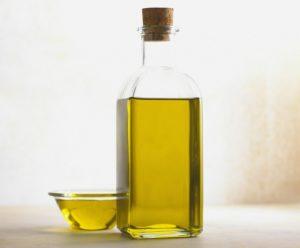 Для облегчения введения используют масло