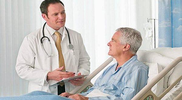 врач на приеме у пациетна