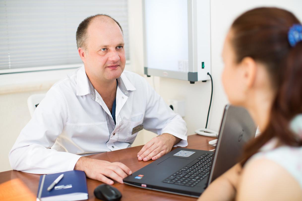 Какой врач лечит гепатит C, консультация со специалистом при гепатите C, к кому обратиться при болезни