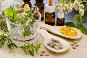 народные методы лечения являются лишь дополнением к медикаментозной терапии