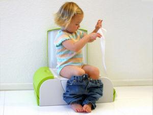 Один из показателей нарушения здоровья малыша — изменение цвета кала