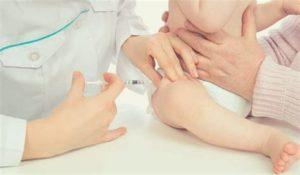 Прививка детям делается в бедро